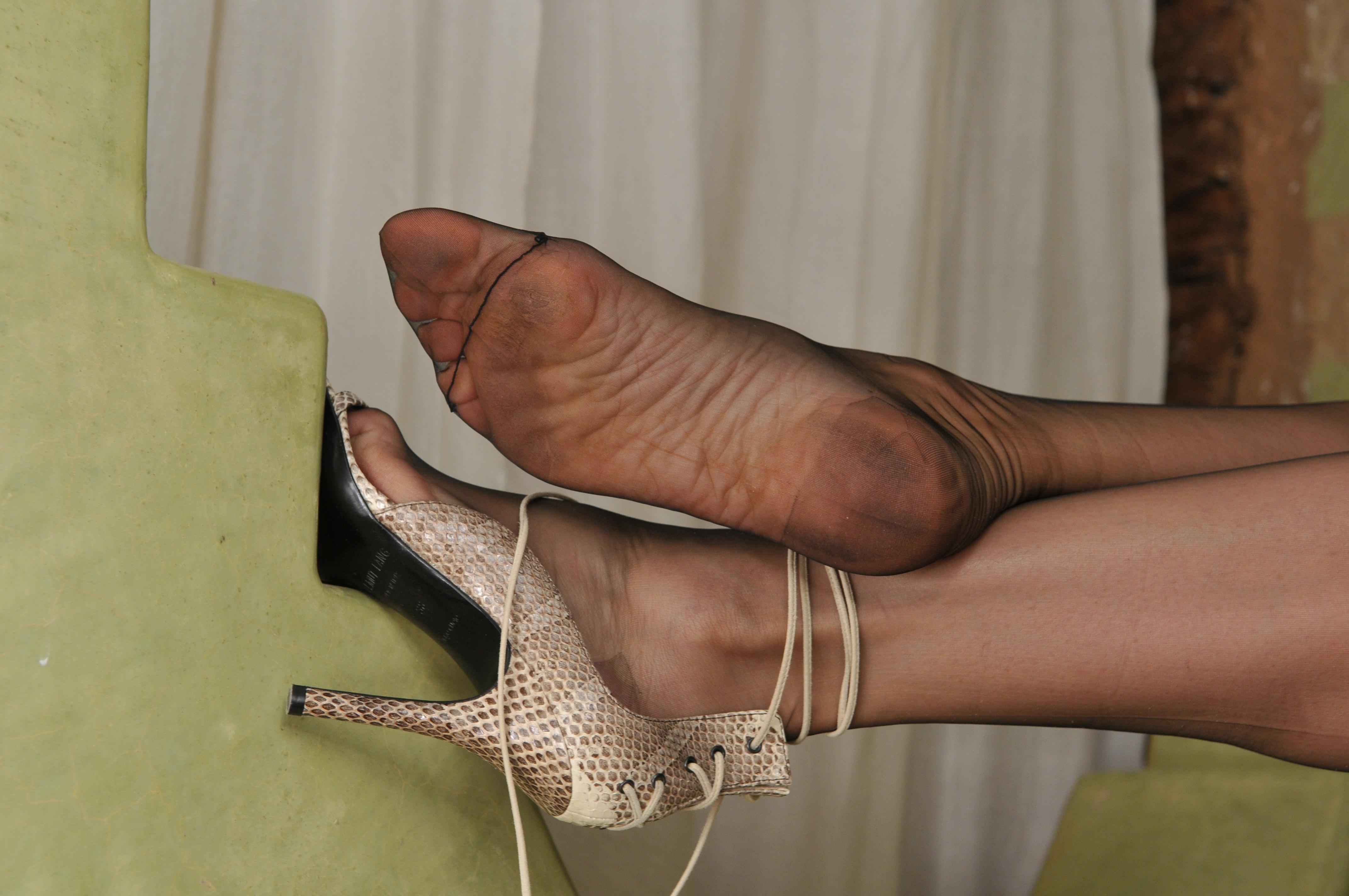feet nylon